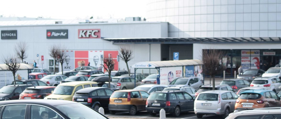 У Польщі повертають обмеження в одному з воєводств: закривають кіно, ТРЦ, а діти знову навчаються дистанційно