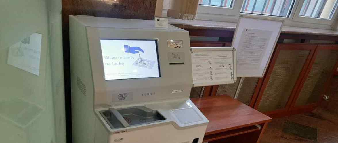 У Вроцлаві встановили автомат, який міняє монети на банкноти