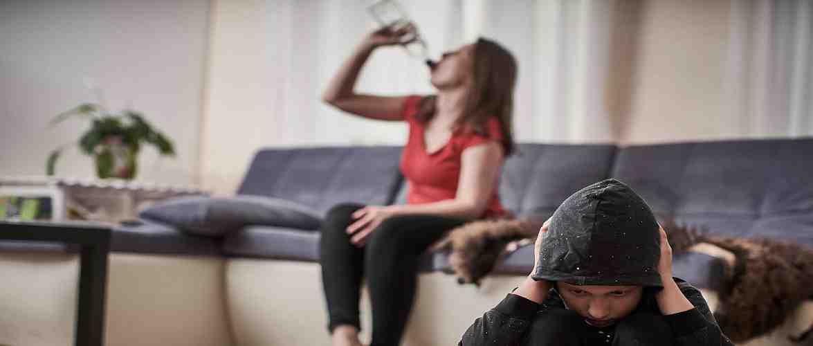 У Польщі судитимуть українку, яка напідпитку так займалася дитиною, що та розбила голову