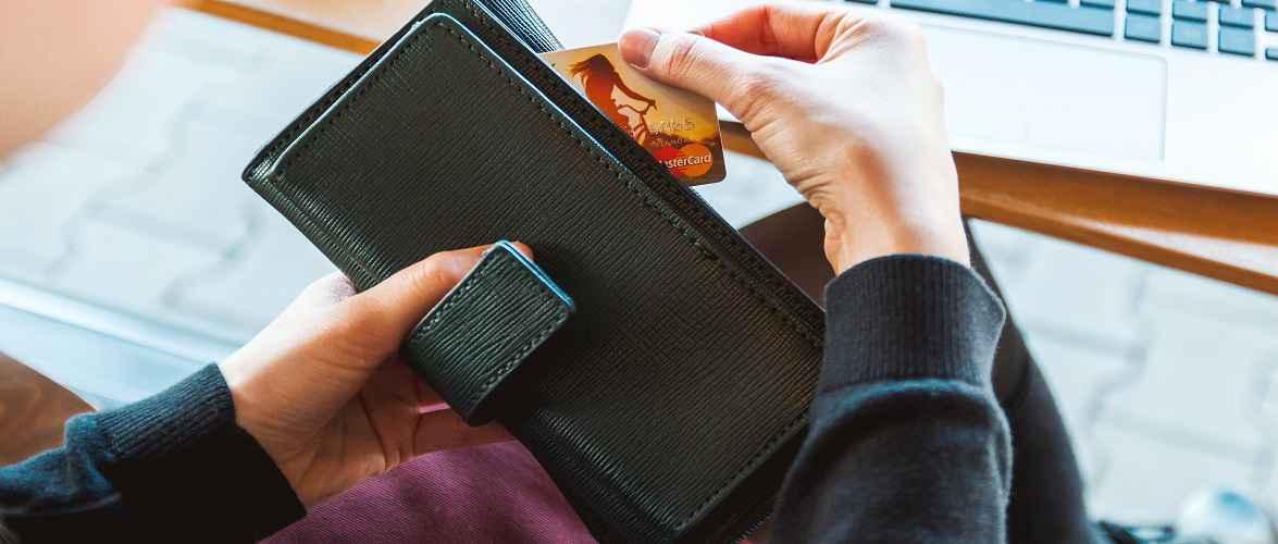 За те, що в Польщі знайшов чужу картку до банкомату і скористався нею, українець може сісти на 10 років
