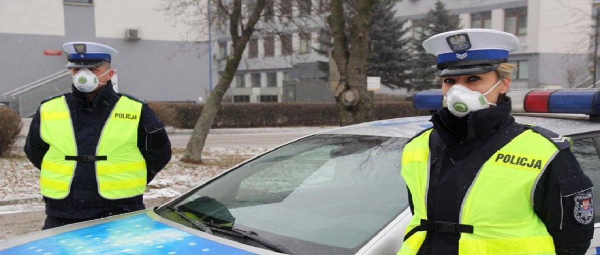 За добу в Польщі поліцейські оштрафували майже 3 тис. людей за відсутність маски