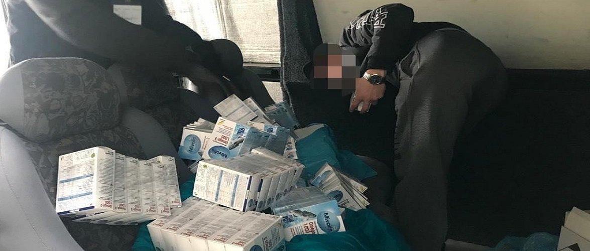 На українському кордоні затримали чоловіка, який ввозив майже 700 пачок вітамінів [+ФОТО]