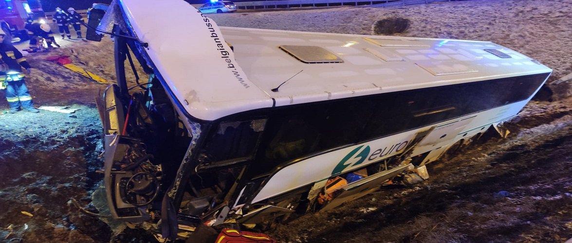 Чергова смертельна аварія в Перемишлі: перекинувся автобус з українцями [+ФОТО, ВІДЕО]
