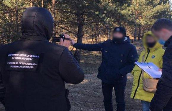 На кордоні затримали українця, який намагався перевезти нелегалів до Польщі