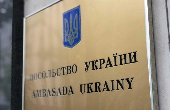Посольство України у Польщі припиняє роботу консульського відділу  через коронавірус