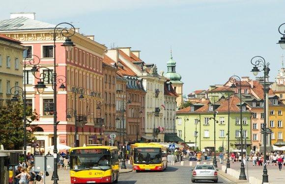 Плануєш подорож до Варшави? Скористайся підказками, бо в місті оновлюють залізницю