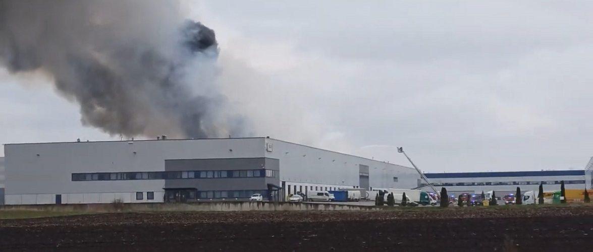 У Вроцлавських Белянах горить склад [+ВІДЕО]