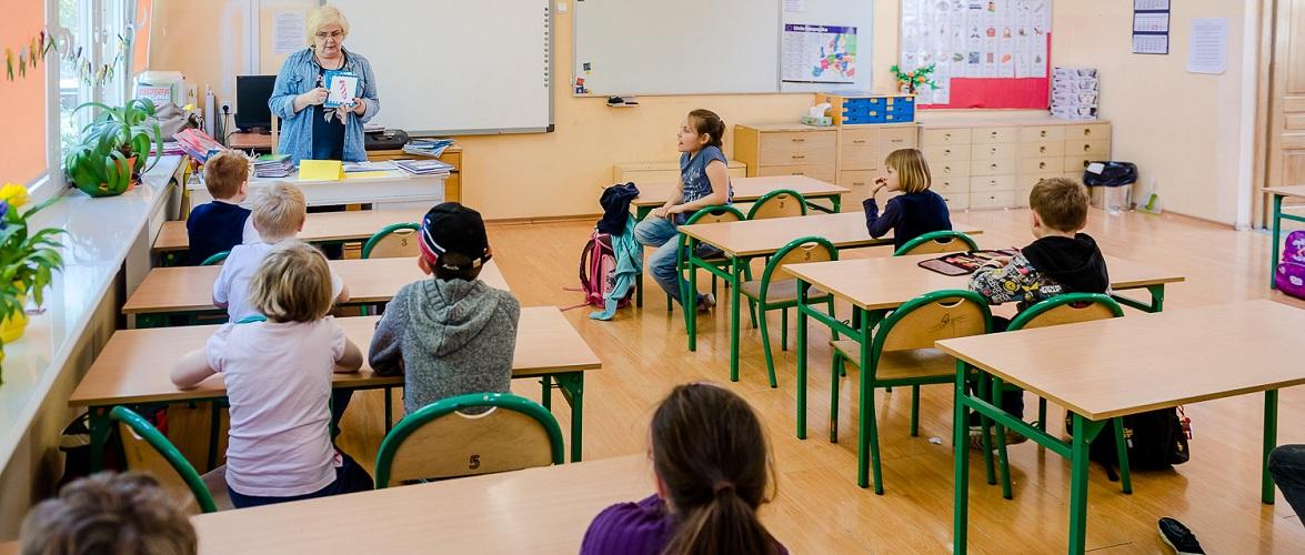 У Польщі відновлюють навчання для 1-3 класів у частині воєводств
