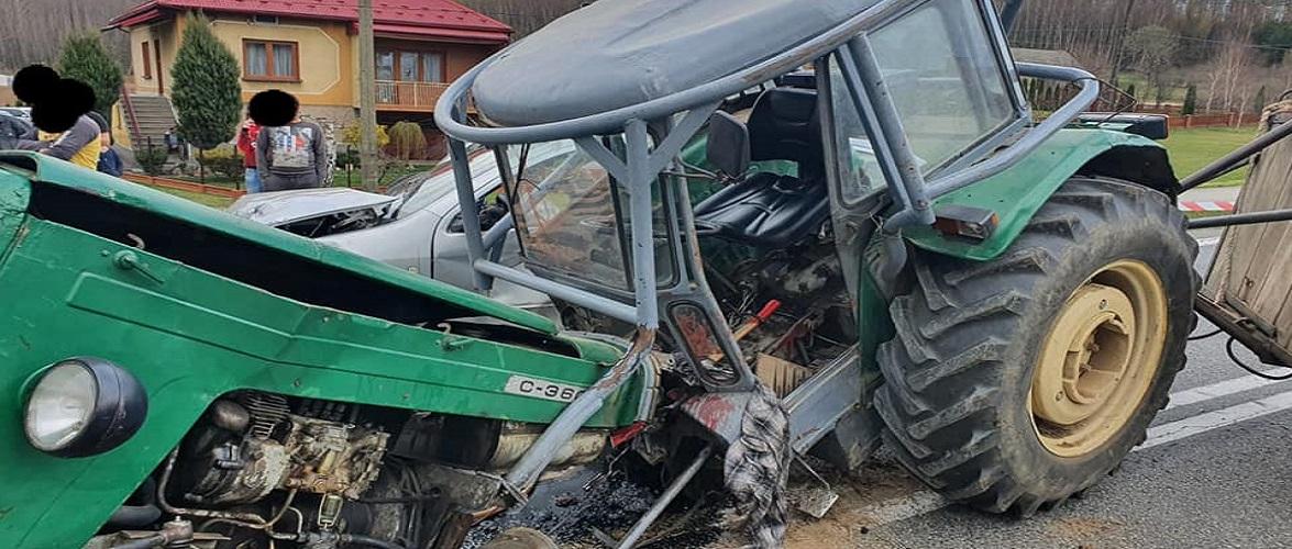 У Польщі — страшна аварія: трактор розлетівся на частини, водій — у лікарні [+ФОТО]