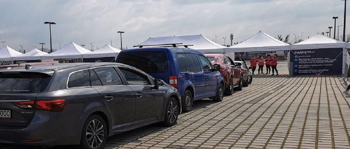 Стадіон Вроцлав став одним з найбільших автомобільних пунктів щеплень у Польщі