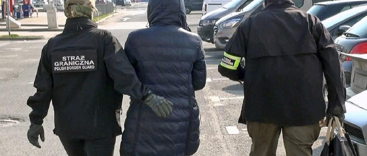 В Польщі затримали 8 українців, які підробляли документи своїм землякам для перетину кордону [+ВІДЕО]
