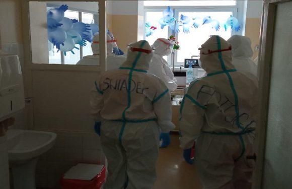 Любов під час пандемії: у ковідній лікарні в Польщі одружилася молода пара