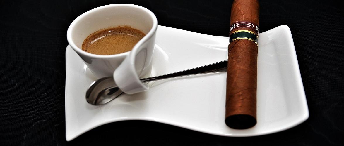 Мера Кракова оштрафували за куріння в кабінеті