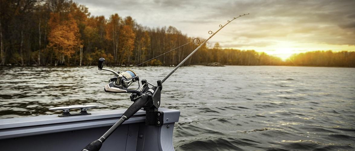 Під час риболовлі в Польщі помер чоловік: зачепив вудкою високовольтну лінію електропередач