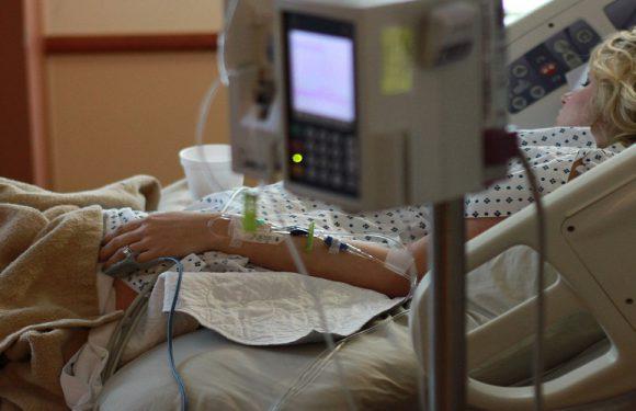 В Польщі жінка померла на сходах шпиталю, бо лікар боявся заразитись коронавірусом