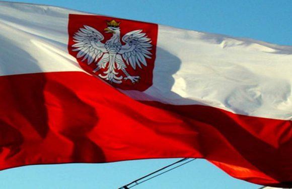 До Дня прапора у Польщі безкоштовно роздадуть 1700 прапорів