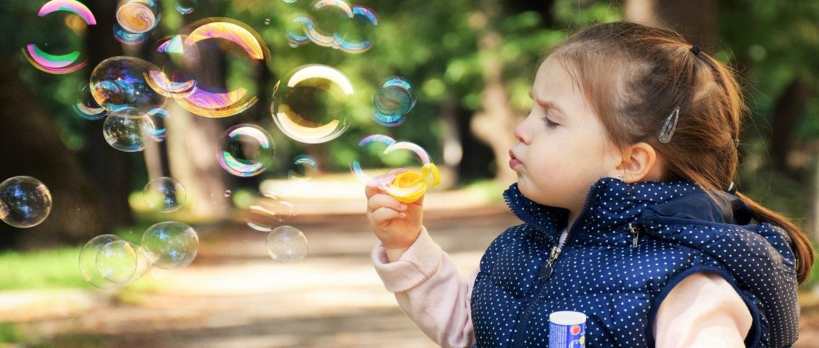 Соціальні виплати по догляду за дитиною в Польщі продовжили до 9 травня