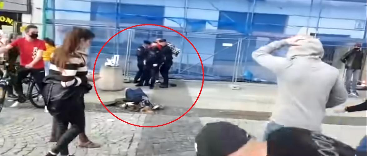 У Польщі поліцейський повалив жінку на землю під час протесту [+ВІДЕО]