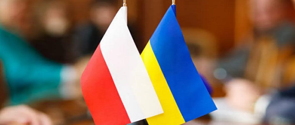 В Польщі двоє чоловіків переслідували українця через національність і знищили його авто