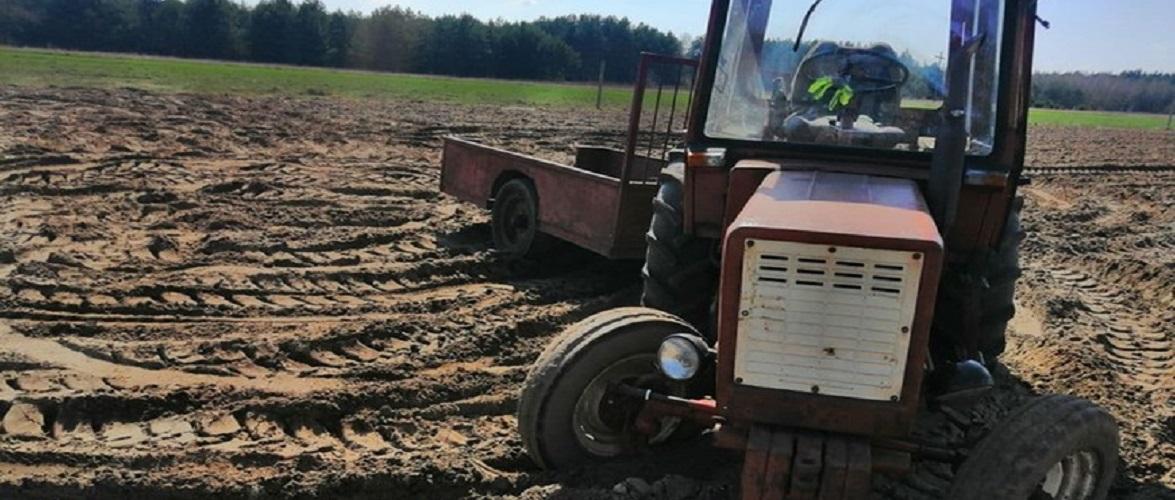 Чоловік у Польщі впав з трактора: той його двічі переїхав