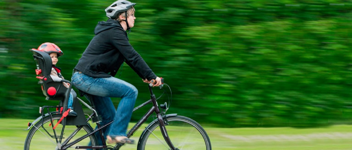 Їздите на велосипеді з дитиною? — Обережно, крісла можуть бути небезпечні
