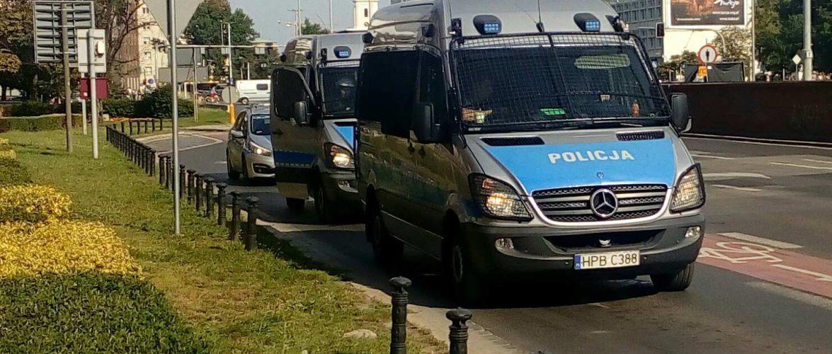Група підлітків в Польщі заатакувала камінням автомобіль українця [+ФОТО]