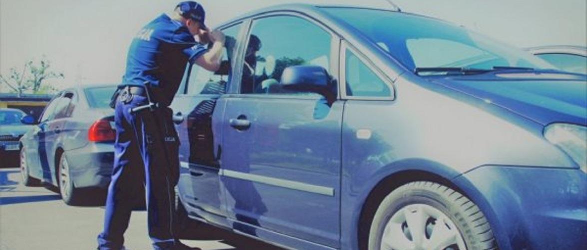 У Польщі поліція  розбила скло машини, щоб врятувати дитину