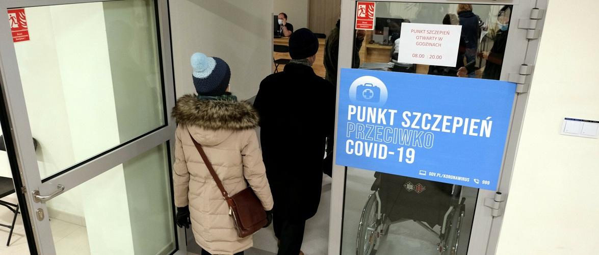 Кожен третій іноземець хоче вакцинуватися у Польщі