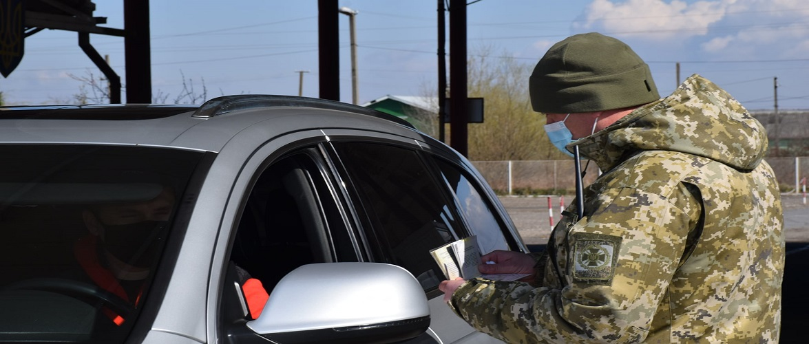 На українському кордоні затримали іноземця, який купив фальшивий тест у водія рейсового автобуса