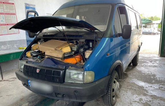 Українець віз з Польщі 100 кг сиру під… капотом [+ФОТО]
