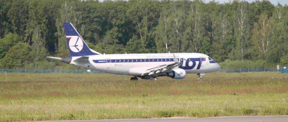 Літаки польської авіакомпанії LOT більше не летітимуть в Білорусь