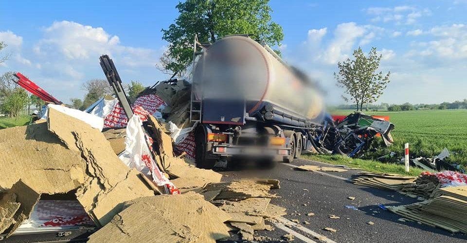У Польщі зіткнулись дві вантажівки, бо тріснуло колесо. Є жертви [+ФОТО]