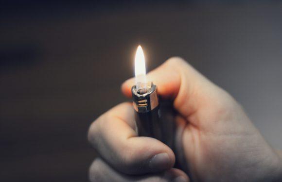 Після ДТП водій в Польщі хотів підпалити своє авто і позичив запальничку… у поліцейського