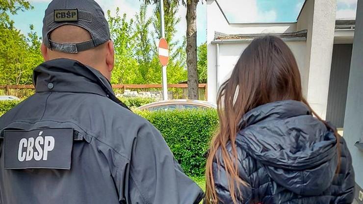 В Польщі затримали групу сутенерів, які змушували жінок займатися проституцією