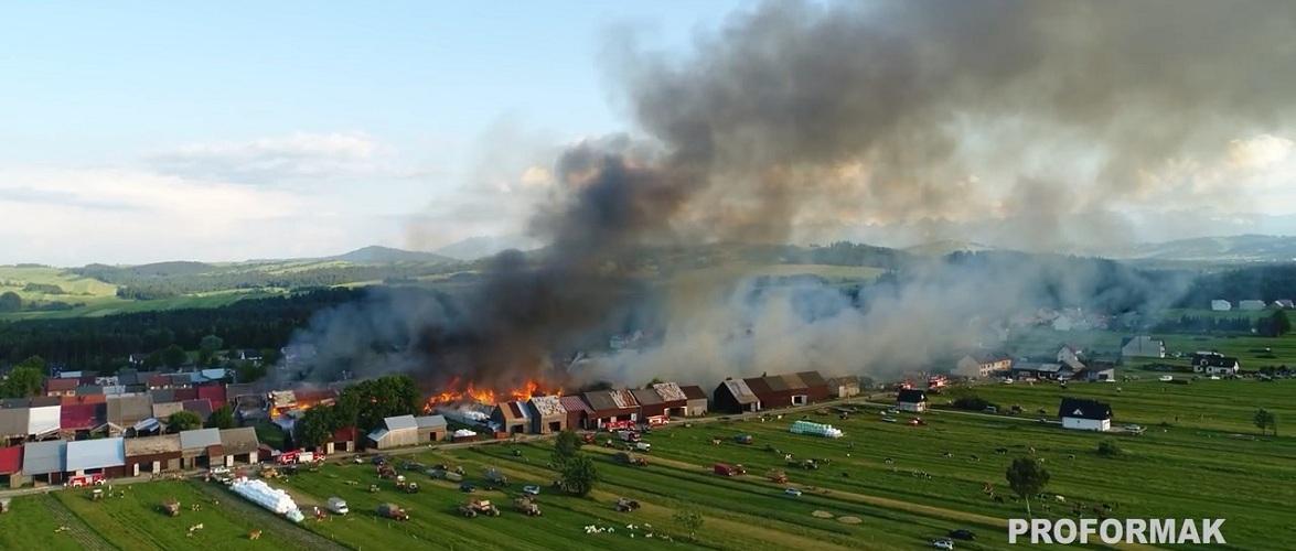 У Малопольщі пожежа знищила близько 40 будівель [+ВІДЕО]