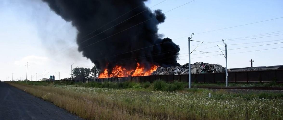 У Великопольщі горить сміттєзвалище, вже не вперше цього року [+ВІДЕО]