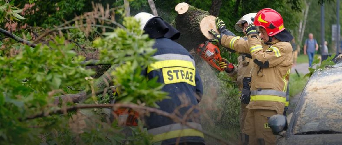 Через негоду у Польщі більше 700 втручань пожежників, 319 будинків залишаються без світла
