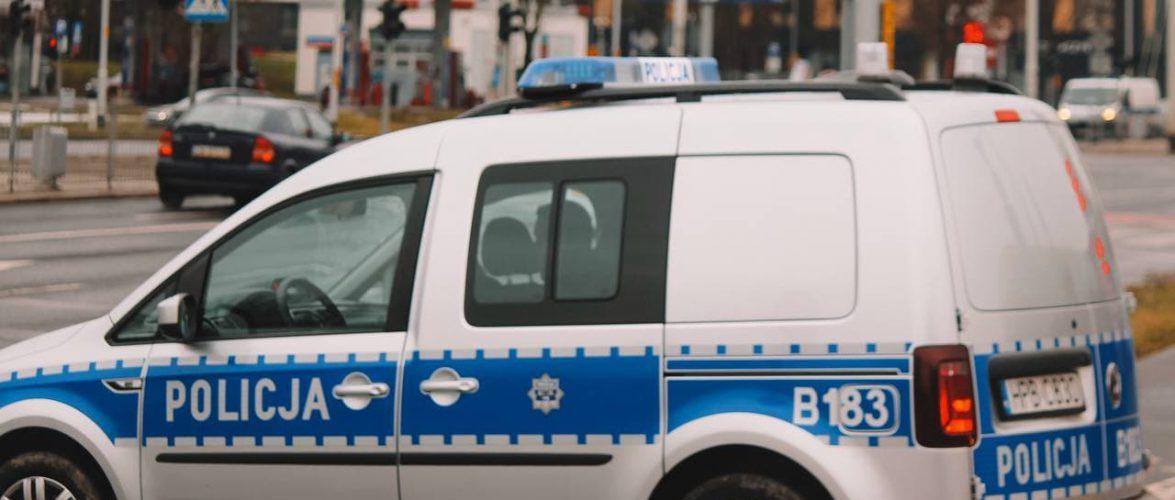 Під Варшавою поліція зі зброєю шукає злочинця