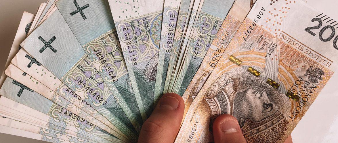 В Польщі затвердили мінімальний розмір зарплати на 2022 рік