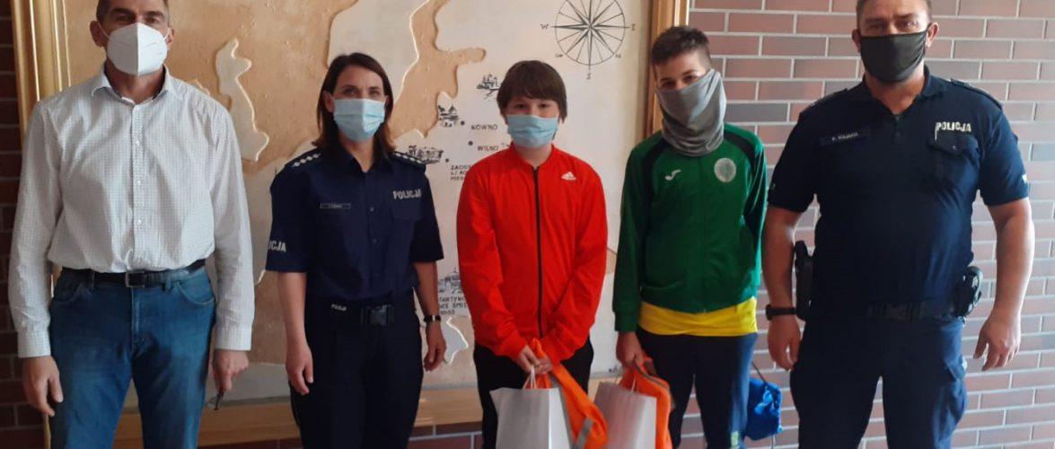 Двоє польських школярів знайшли гаманець з грошима і повернули його українцю