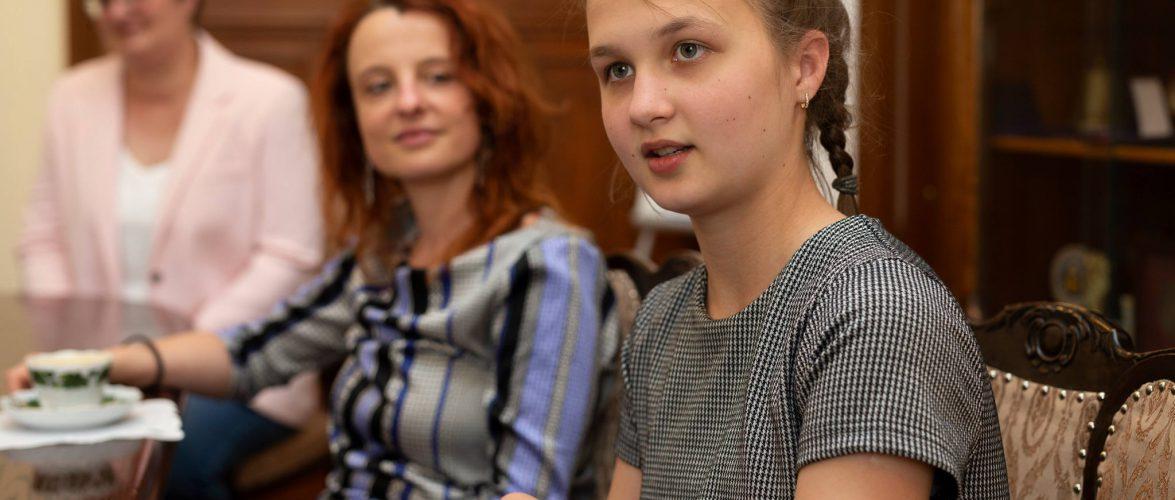 Юна дівчина з України перемогла у мовному конкурсі в Польщі