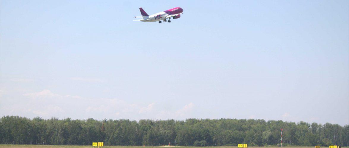 У Польщі літак, що летів до України, здійснив аварійну посадку