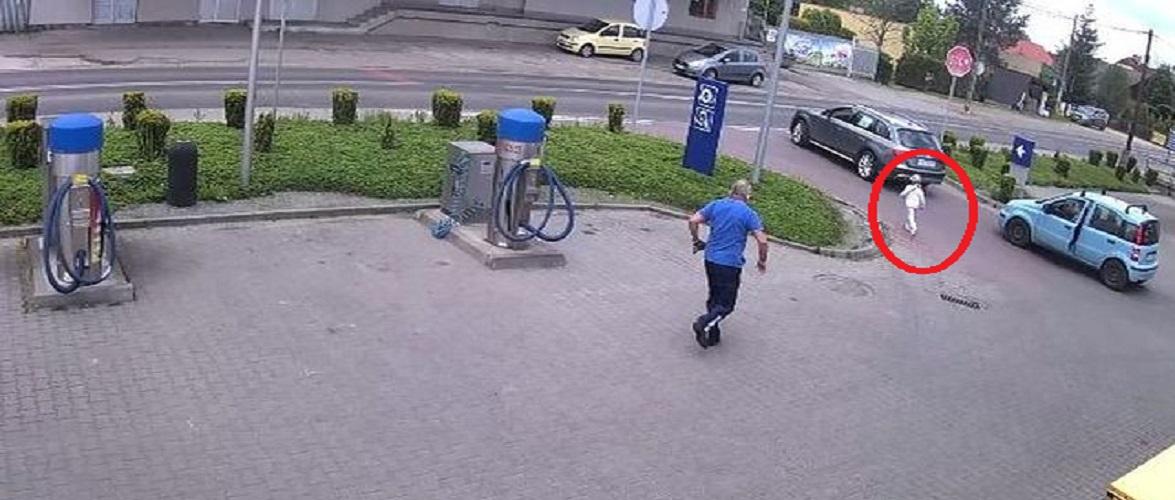 Герої посеред нас: у Польщі працівник заправки врятував дитину від аварії [+ВІДЕО]