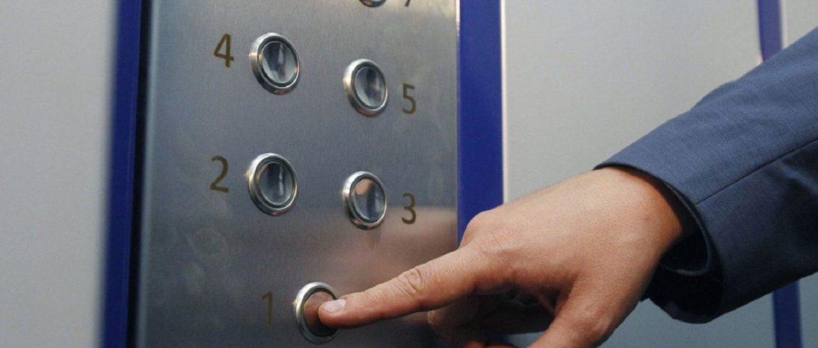 В Лодзі з 15-го поверху обірвався ліфт, всередині було двоє людей