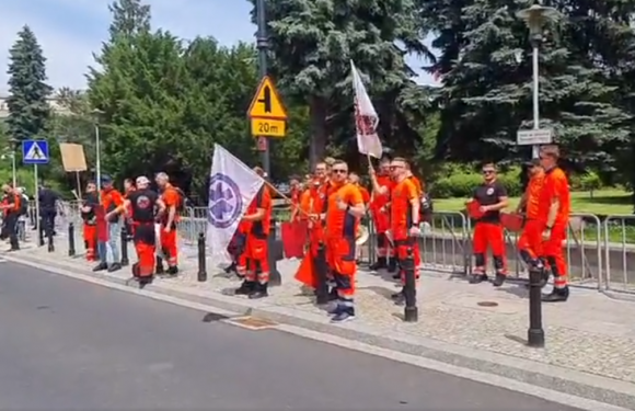 В Польщі знову протестують медичні рятівники [+ВІДЕО]