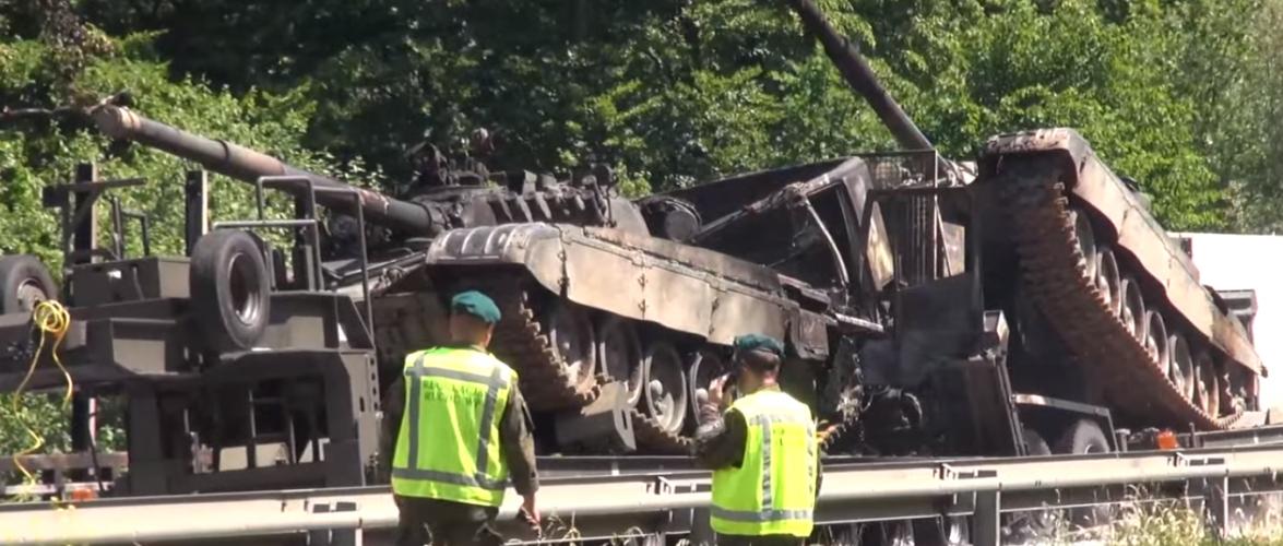 Внаслідок аварії в Польщі згоріло декілька танків [+ВІДЕО]