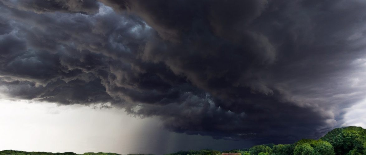Сьогодні на Польщу чекають бурі та зливи