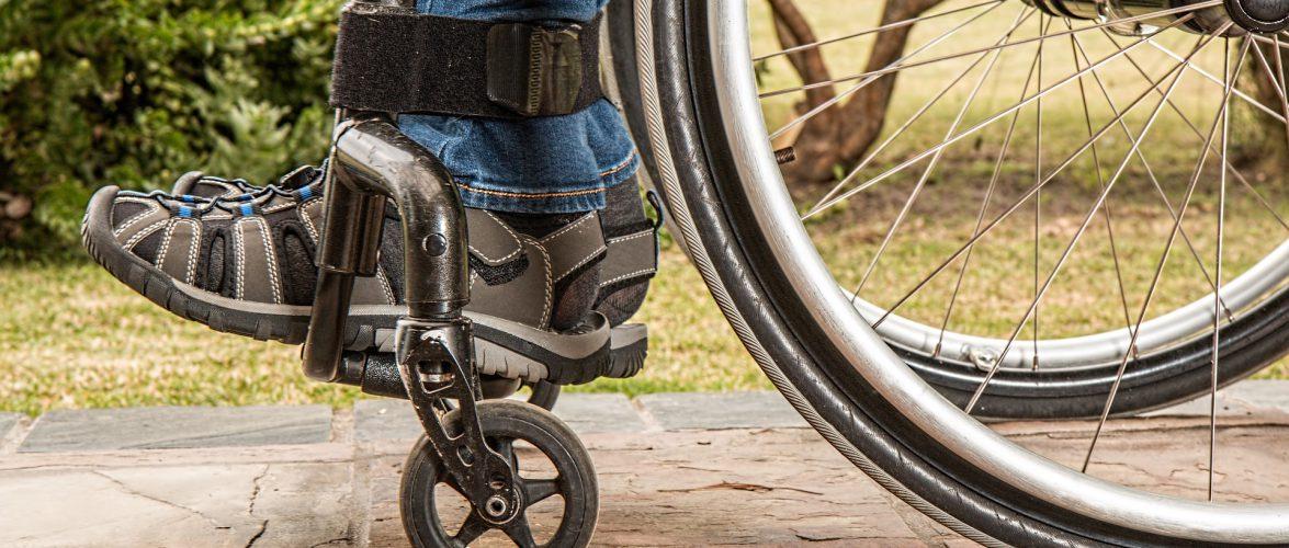 Акт милосердя: двоє поляків подарували українцям з інвалідністю свої авто