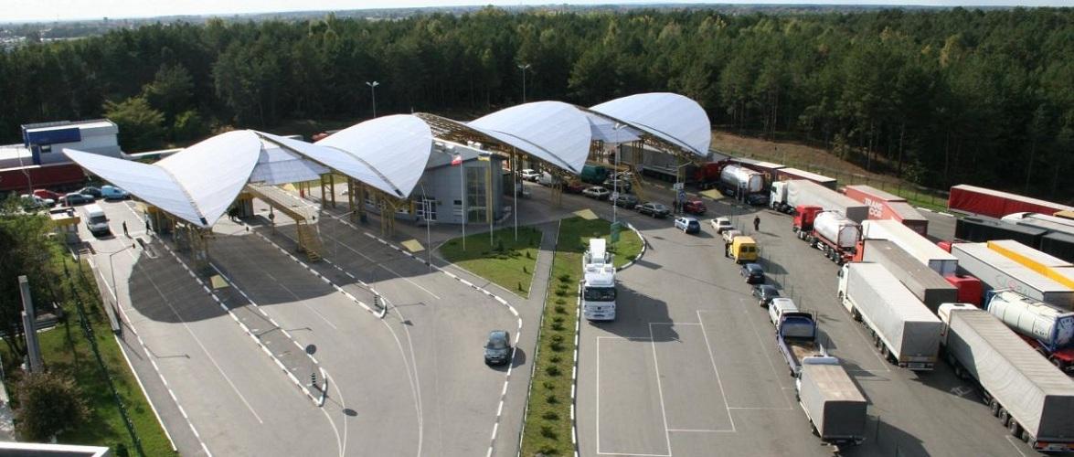 Черги на українсько-польському кордоні більше доби — через реформи української митниці