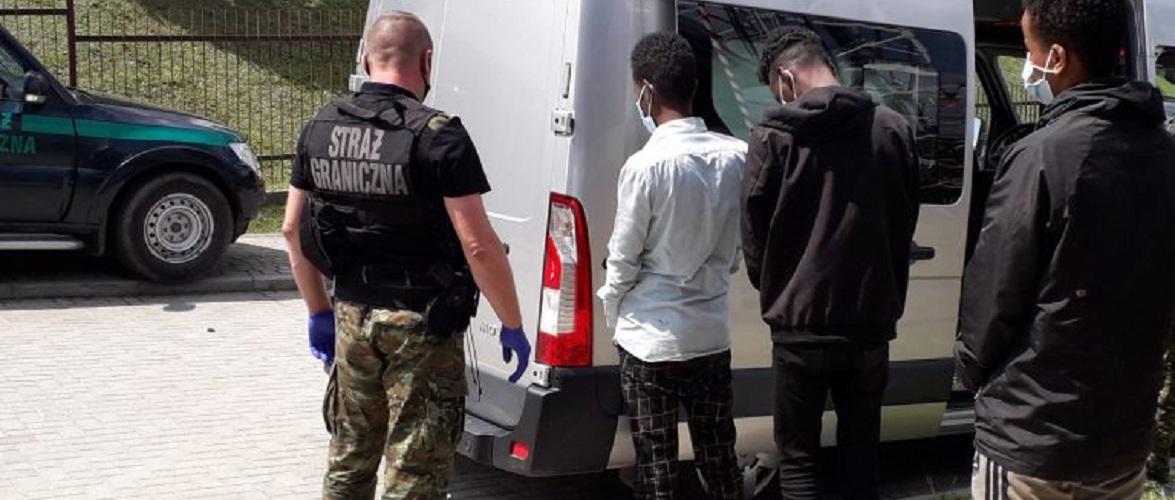 На кордоні затримали двох українців, які переправляли сомалійців до Польщі